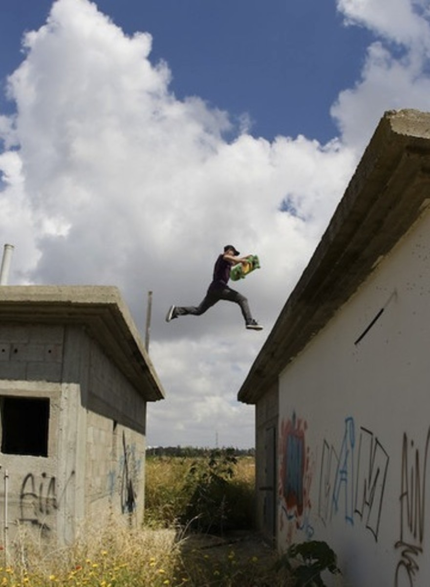 Tel Aviv's Skate Scene Photographer Tells Us About Shooting Grinds While Missiles Fly Overhead