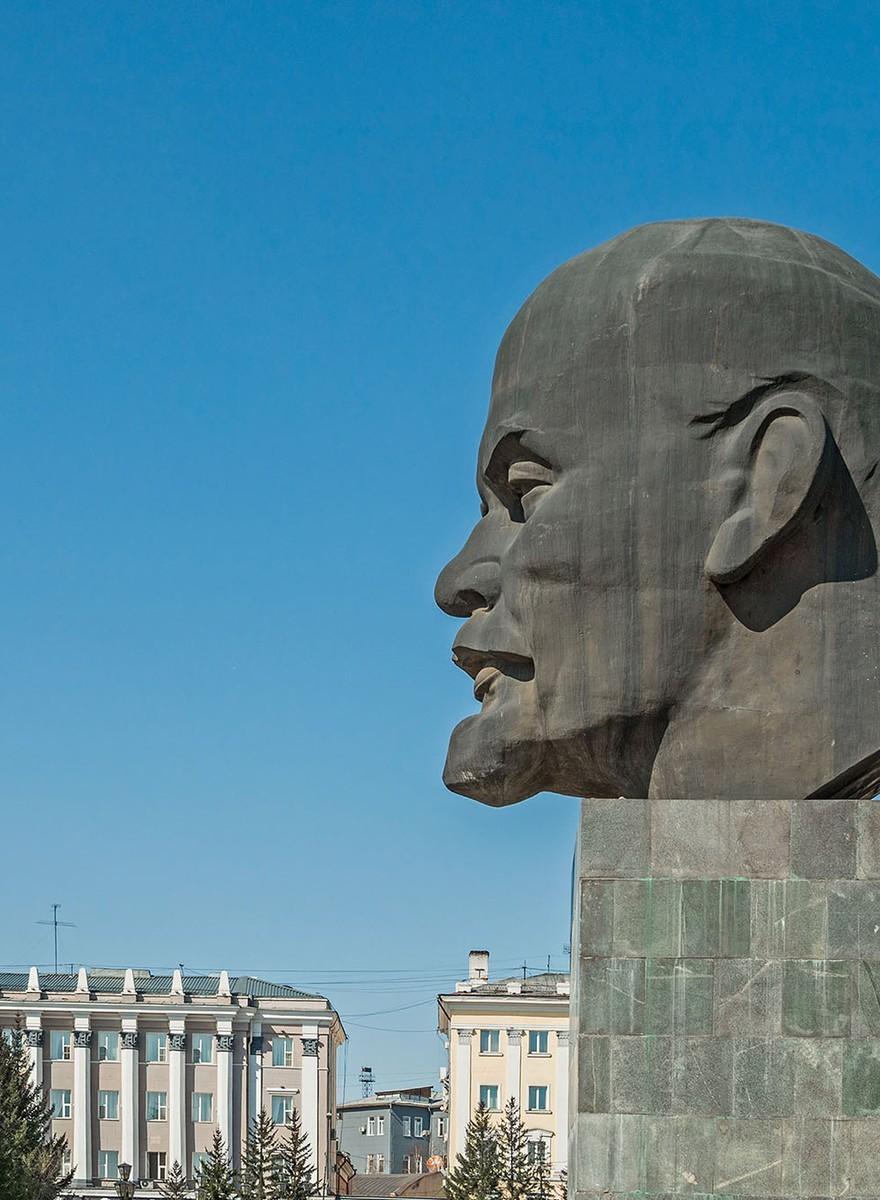 Na 145 jaar staat Lenin nog steeds fier overeind