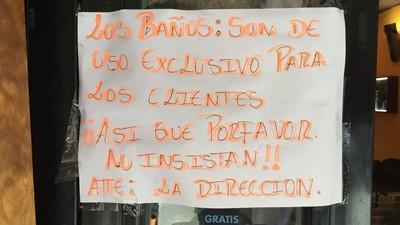 Misión casi imposible: entrar a mear en un bar de Madrid sin consumir nada