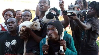 De ultra-gewelddadige DIY-filmindustrie in Oeganda