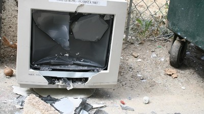 Online-Arschlöcher haben einen Jungen davon überzeugt, seinen Laptop zu grillen und seine Xbox zu zerstören