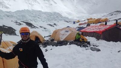 Interviu cu un alpinist care a fost pe Everest în timpul cutremurului din Nepal