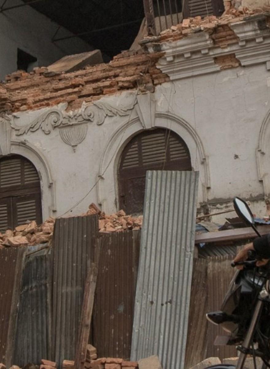 Sulle strade di Katmandu dopo il terremoto che ha devastato il Nepal
