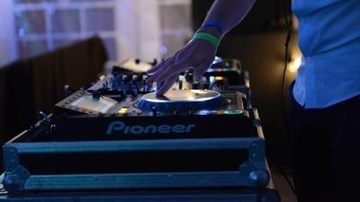 La generación de DJs expertos en marketing y social media, pero no en producción