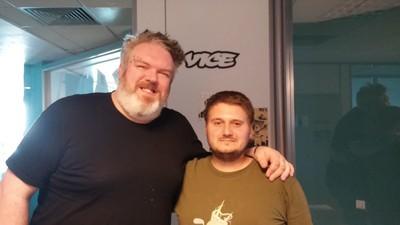 Hodor a fost în vizită prin redacţia VICE România