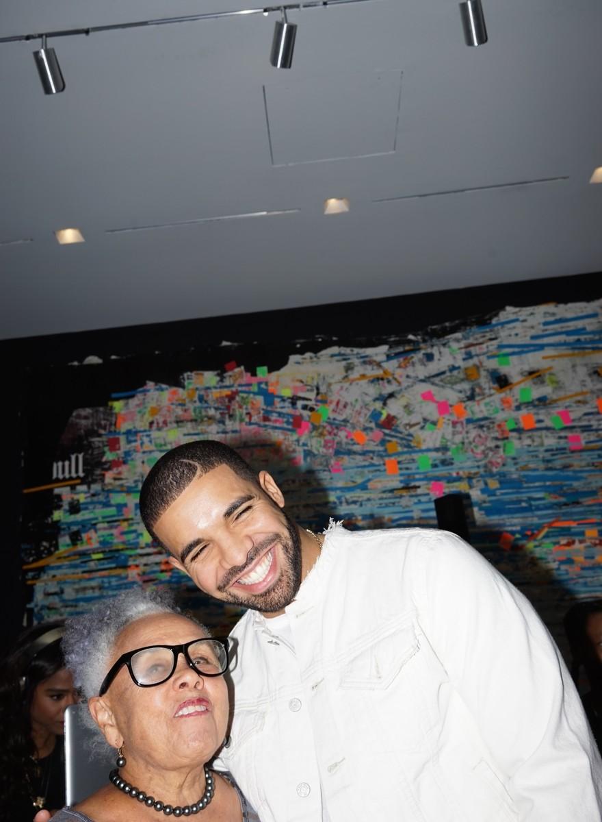 Das sind die Fotos von Drakes erster Kunstausstellung