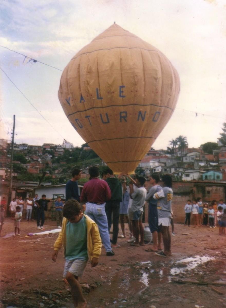 Die brasilianischen DIY-Heißluftballon-Teenage-Gangs