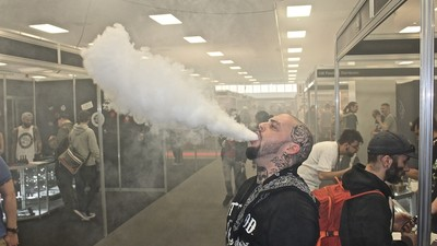 Hanging Out with Metalhead Vape Enthusiasts at the UK's First Vaping Expo
