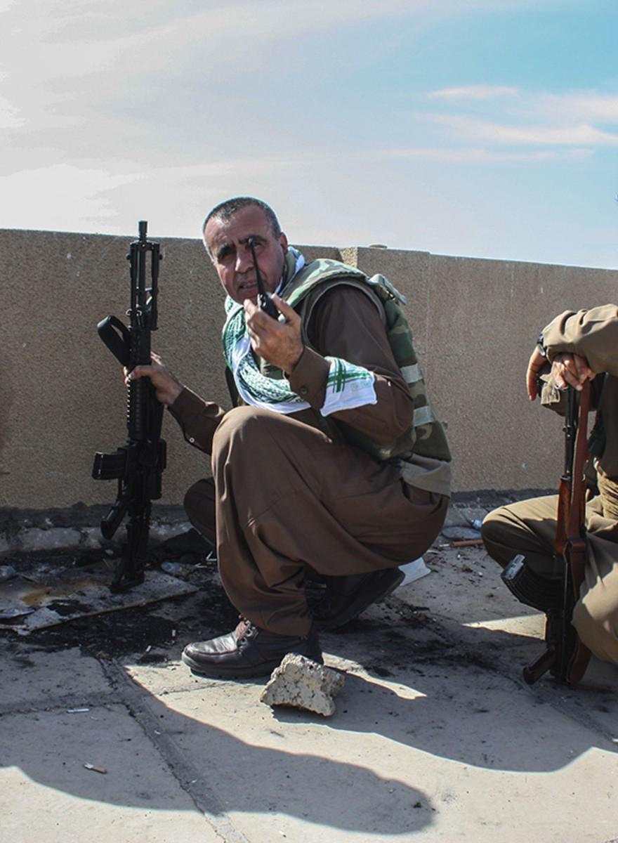 Snorren, wapens en walkie-talkies: de strijd om Basheer