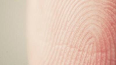 Per scoprire se hai pippato cocaina bastano le tue impronte digitali