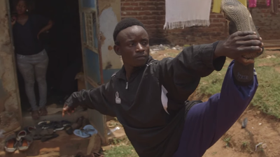 Wakaliwood : les films d'action ultra-violents d'Ouganda