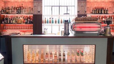 Wes Anderson desenhou o bar da Fundação Prada (e nós ficámos todos deliciados)