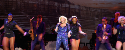 "Bette Midler Sang TLC's ""Waterfalls"" on Her Divine Intervention Tour"
