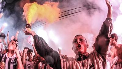 FotoTorcida: la fiesta en las gradas de los estadios brasileños según Gabriel Uchida