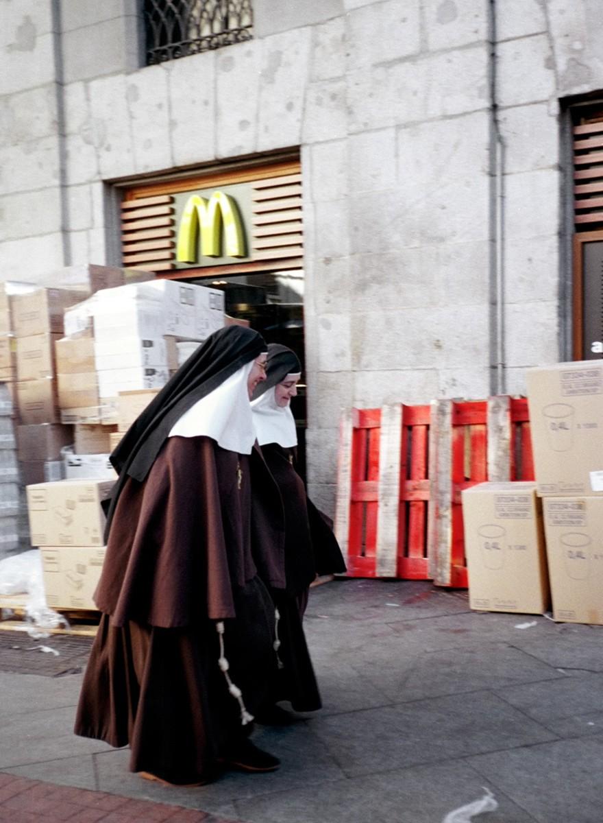 Fotos de monjas por las calles de Madrid