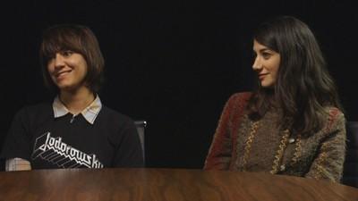 Wir haben mit dem Star und der Regisseurin von 'A Girl Walks Home Alone at Night' gesprochen