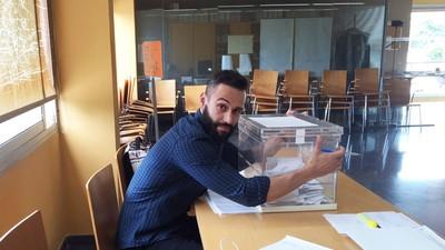 Ligoteo, famosos y aburrimiento: así es ser presidente de una mesa electoral
