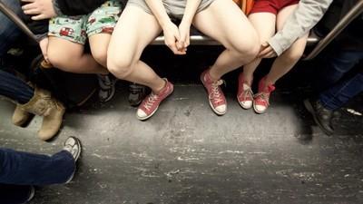 Dieser Typ reibt sich in der U-Bahn gerne an fremden Frauen