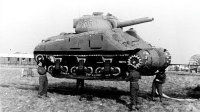 Wie allierte Künstler mit Gummi-Panzern die Nazis narrten