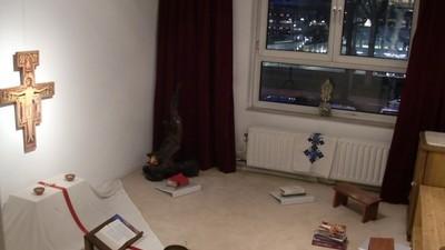 In de Bijlmer vangt een groep anarchistische christenen illegale asielzoekers op
