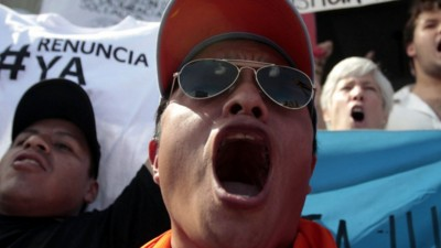 Protesters Whip Effigy of Guatemalan President and Call for Him to Resign Amid Corruption Scandals