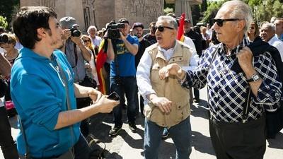 Fui a la mani anti-Podemos y los yayos fachas intentaron pegarme