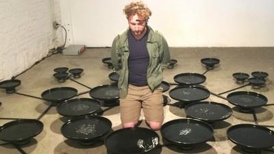Ich habe auf einer Kunstausstellung Wasser mit meinen Gedanken bewegt