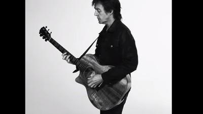 Paul McCartney s-a lăsat de iarbă