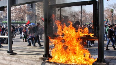 The Cop-Fighting, Acid-Slinging Vandals of Chile's Protest Movement