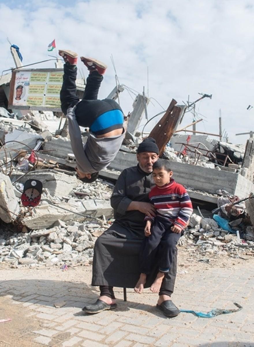Salto's maken op de brokstukken in Gaza