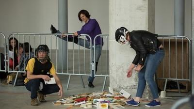 Beim sogenannten 'Bücherkampf' bewirft man sich mit Literatur
