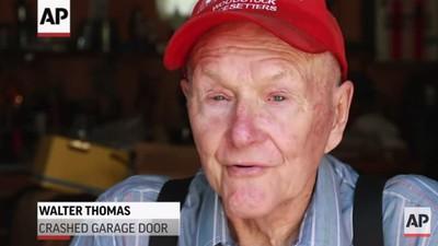 In diesem Video erfüllt sich ein 91-Jähriger seinen Lebenstraum: mit einem Auto durch ein Garagentor brettern