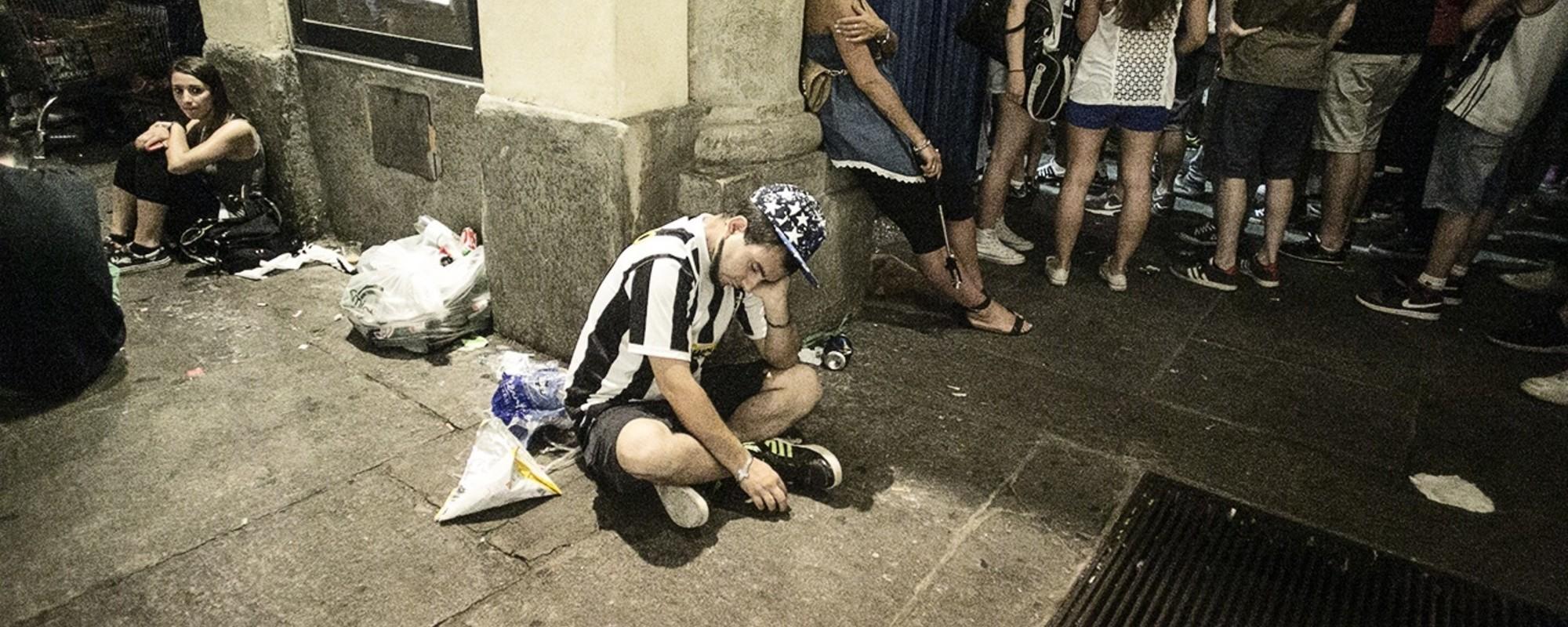 Foto di juventini a Torino prima e dopo la finale di Champions
