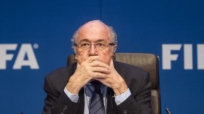 Hoe banken de louche geldtransacties van de FIFA faciliteren
