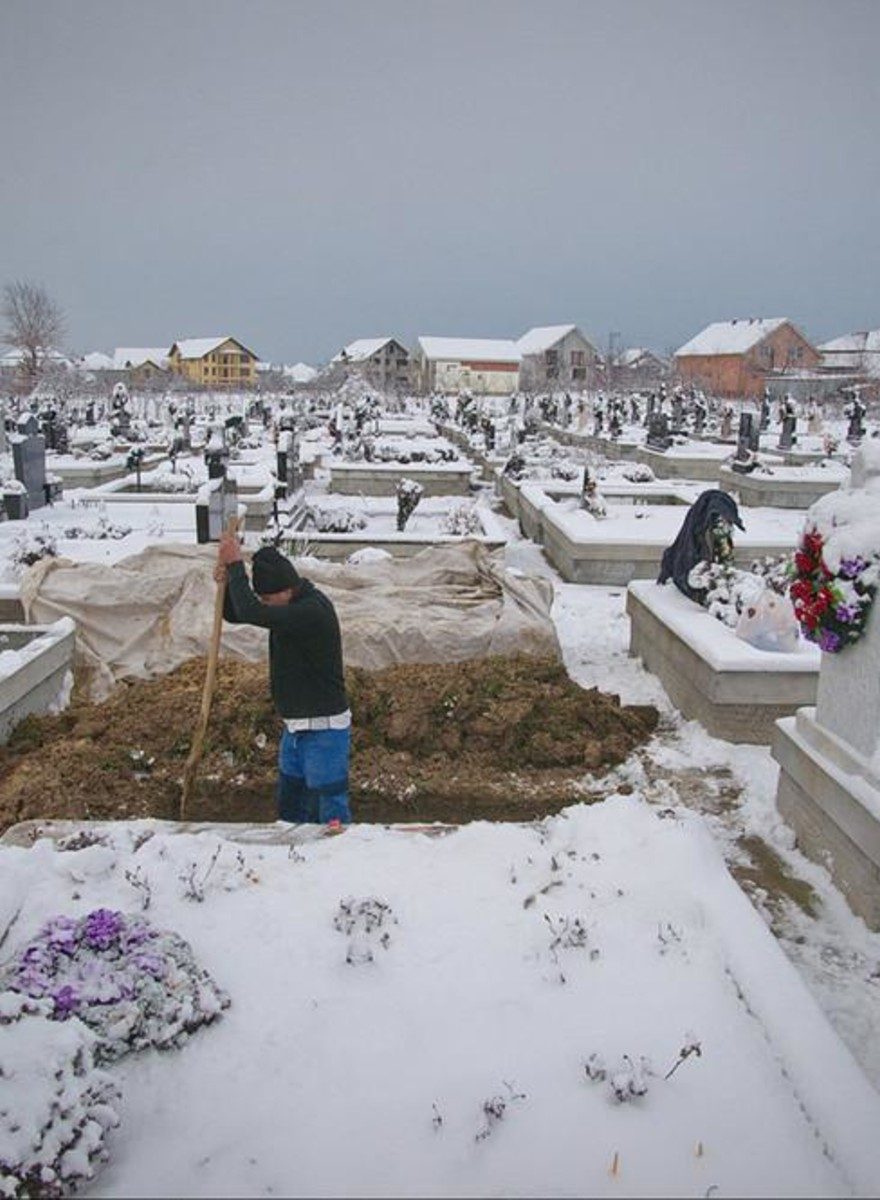 Romania's Gravediggers Are the One Link Between the Country's Many Religions