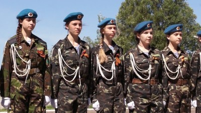 El club de las chicas soldado: niños guerreros de Donetsk