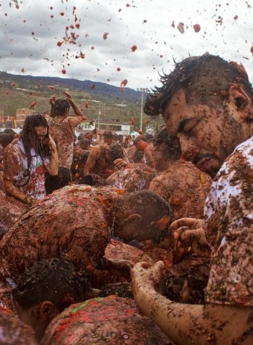 La guerra de tomates podridos en Sutamarchán, Colombia