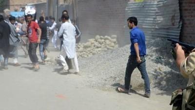 Honderden tieners zijn al blind door de geweren waar de Indiase politie mee schiet