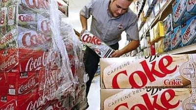 Iată ce se întâmplă când amesteci plumb topit cu Coca-Cola