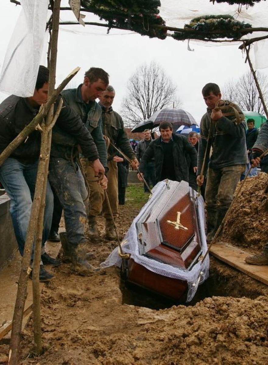 De grafgravende mannen van Roemenië