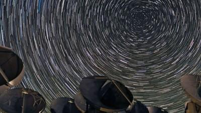 Astronomen bauen ein Teleskop, das so groß wie die Erde ist