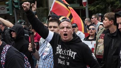 In Frankfurt sind Hooligans, Pegida-Gegner und die Polizei zusammengestoßen