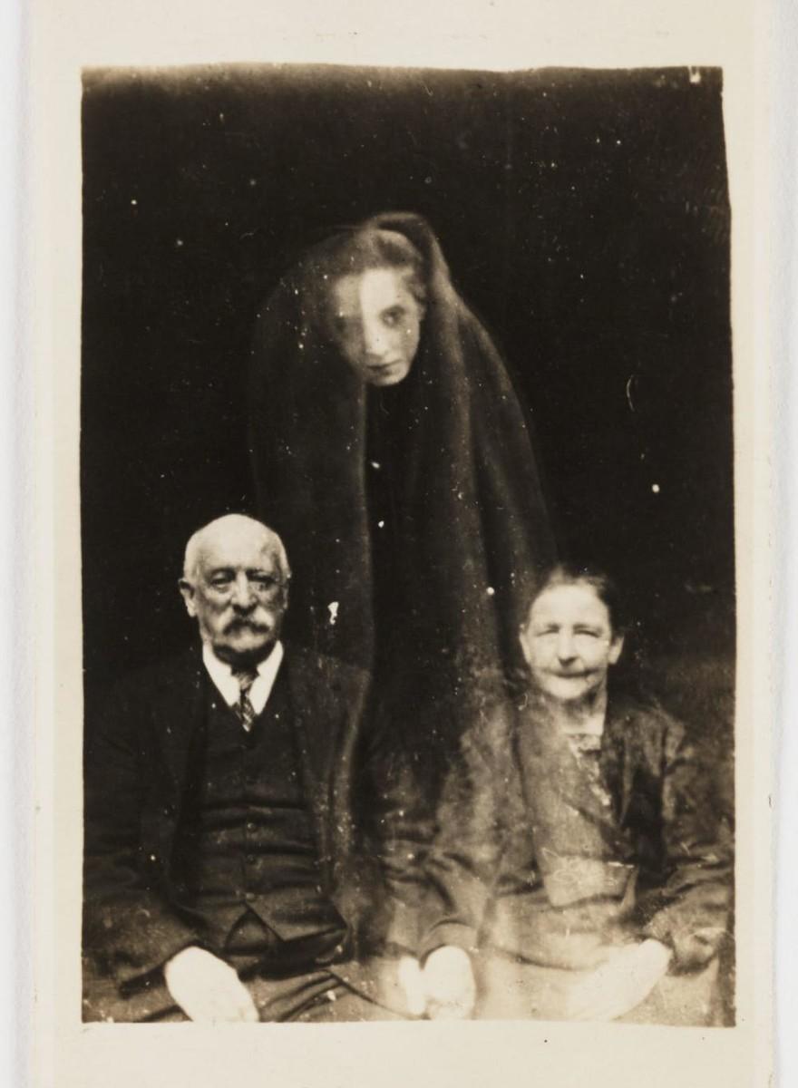 Spookachtige foto's van geesten uit het begin van de vorige eeuw