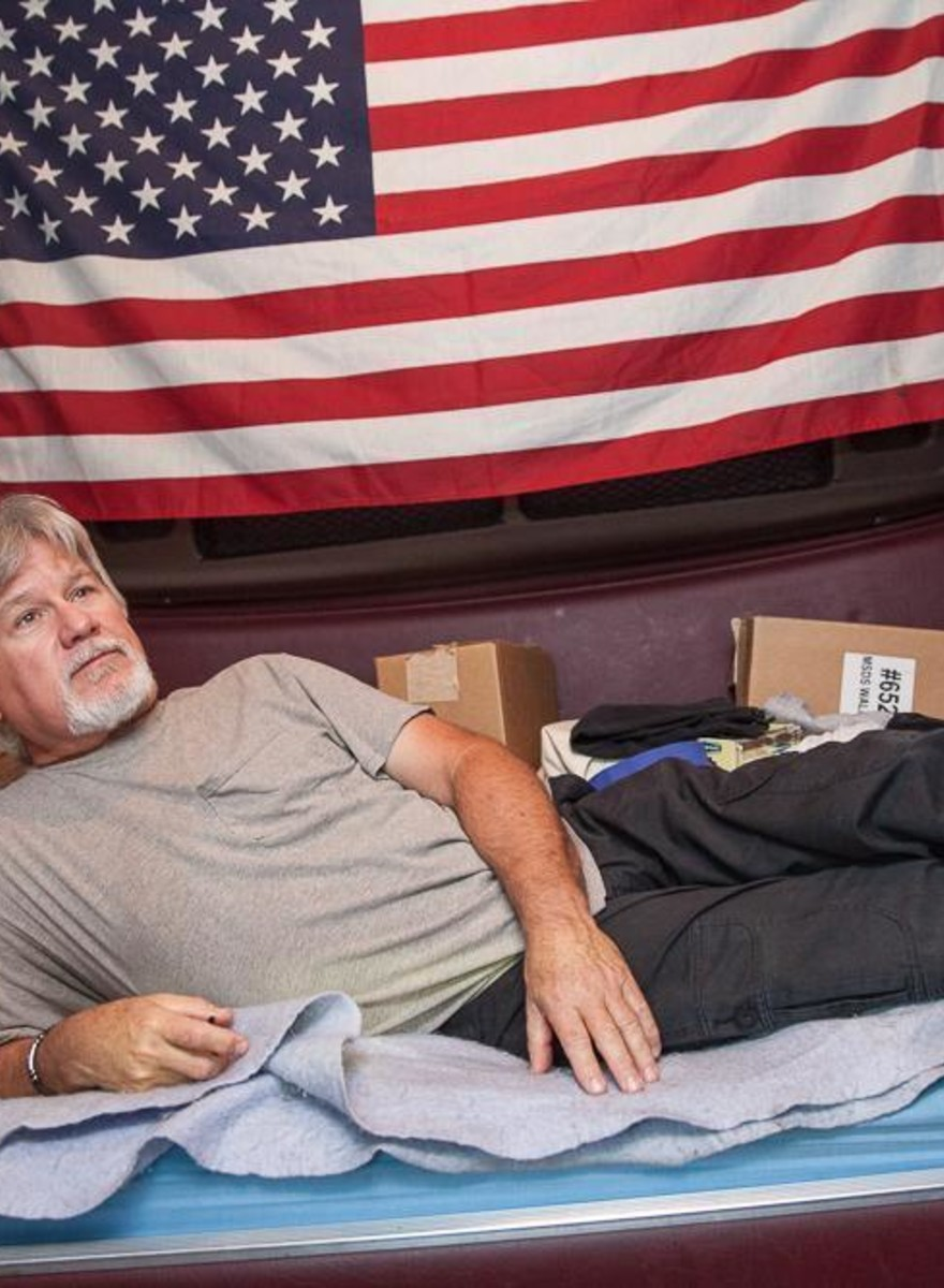 Photos from Inside the Cabs of Long-Distance Truckers
