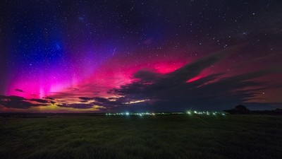 We Spent a Night on a Freezing Beach to Not See the Aurora Australis