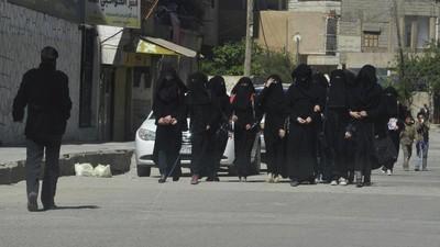 Wie überlebt man als Widerständler in der Haupstadt des Islamischen Staats?
