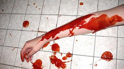 Eine Frau hat ihren eigenen Mord mit Ketchup inszeniert, um ihren Ex-Freund loszuwerden
