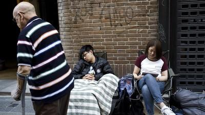 Gente durmiendo en la calle tres días por unas zapatillas