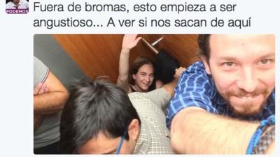 Pablo Iglesias y Ada Colau atrapados en el ascensor del Ayuntamiento de Barcelona