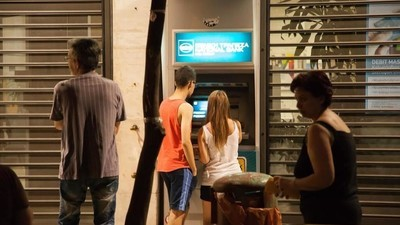 Grecii și-au golit conturile bancare, după ce a fost anunțat referendumul